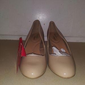 Nwt..Women's DexFlex Comfort Heels Size/9 Color/Be